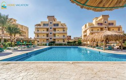 Amazing Two bedroom apartment with a private garden in Paradise Village